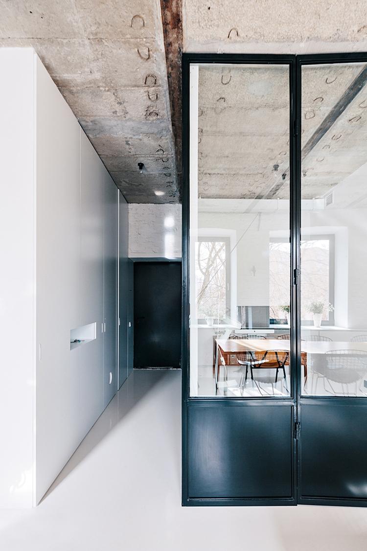 Un originale mix di stili per un appartamento nel cuore di for Un appartamento