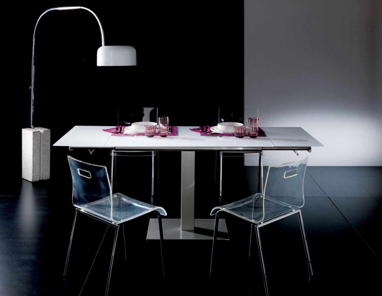 Tavolo allungabile in cristallo e metallo - Fonte:Livingo