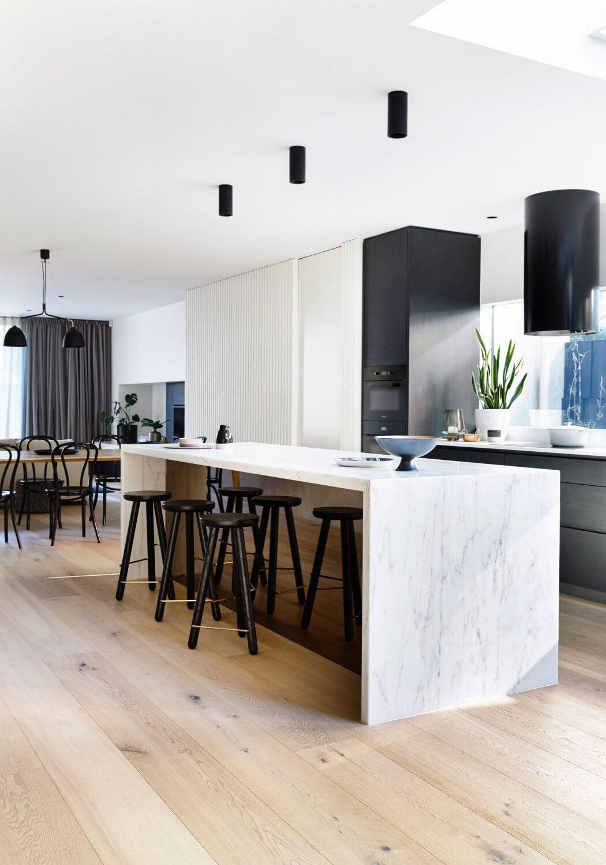 Una moderna e accogliente casa con tanta luce casa di stile for Casa di ranch stile artigiano