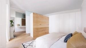 Un nuovo look moderno e pulito per una vecchia casa nel cuore di  Madrid