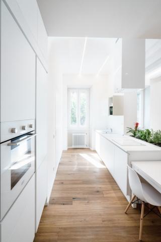2 esempi di piccoli appartamenti di grande design casa for Appartamento sinonimo
