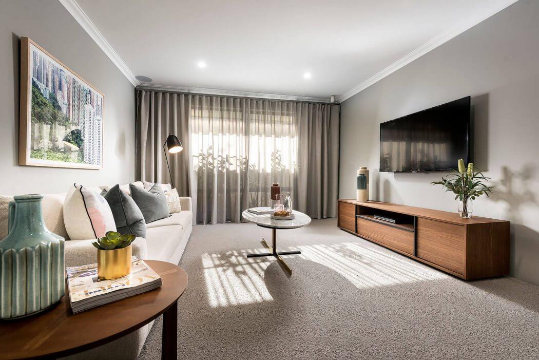 Ampi spazi e colori chiari per una casa in stile for Case di stile