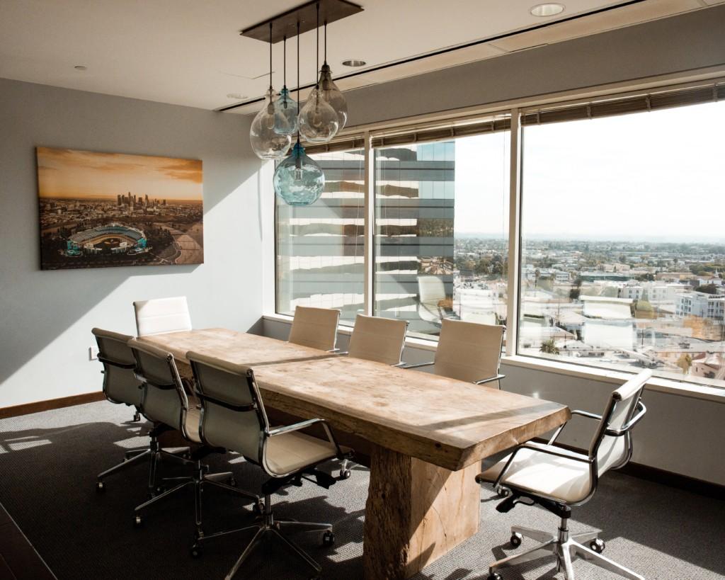 Come l'interior design può influenzare positivamente il tuo spazio di lavoro
